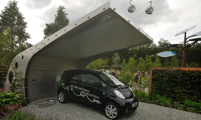 Solar carport voor elektrische auto met overdekte buitenkeuken ABK