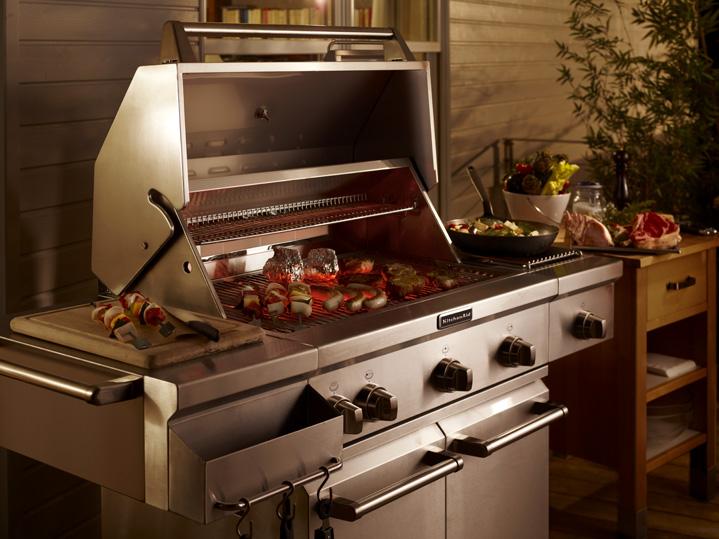 Op gas gestookte buitenkeuken en barbecue van KitchenAid