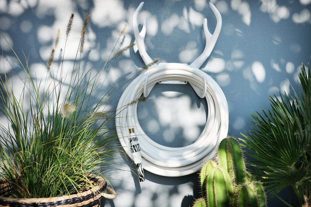 Tuinslang die gezien mag worden: de Garden Glory. De tuinslangen hebben spannende namen zoals White Snake, Black Swan, Candy Crush en Gold Digger. Kies er een kleurig mondstuk bij en je bent helemaal klaar om je tuin onder handen te nemen.