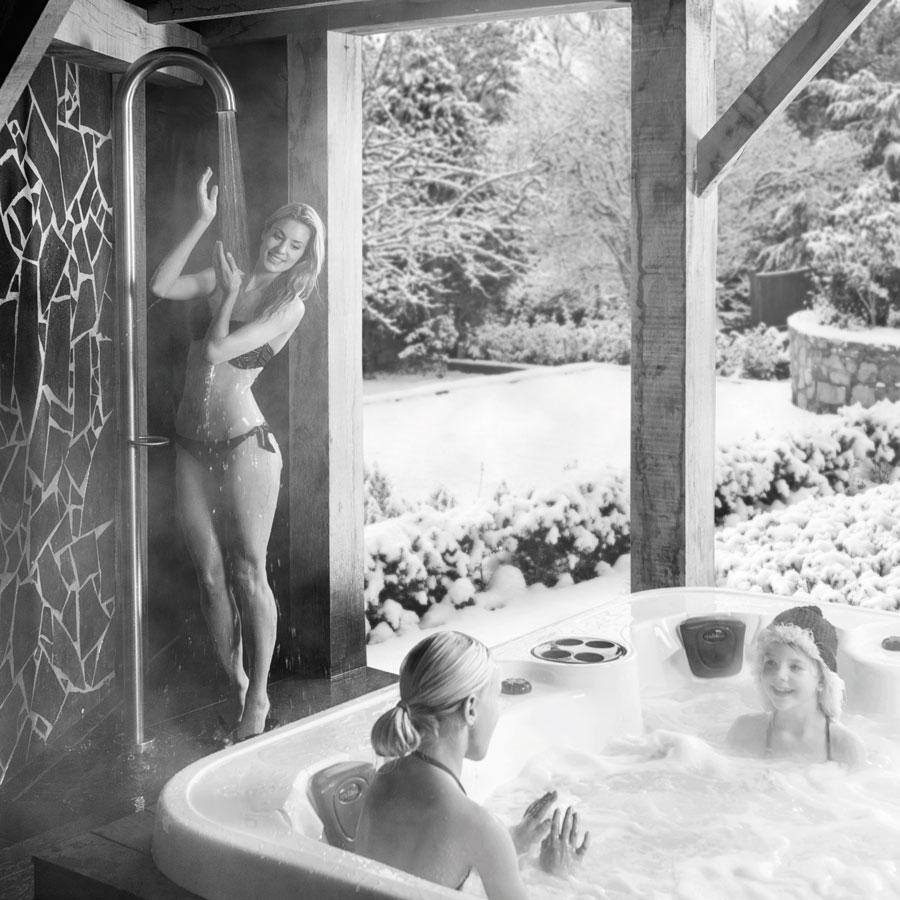 Buitendouche JEE-O Original met 365-optie om het hele jaar buiten te douchen #buitendouche #jeeo #douche #badkamerdesign #tuininspiratie