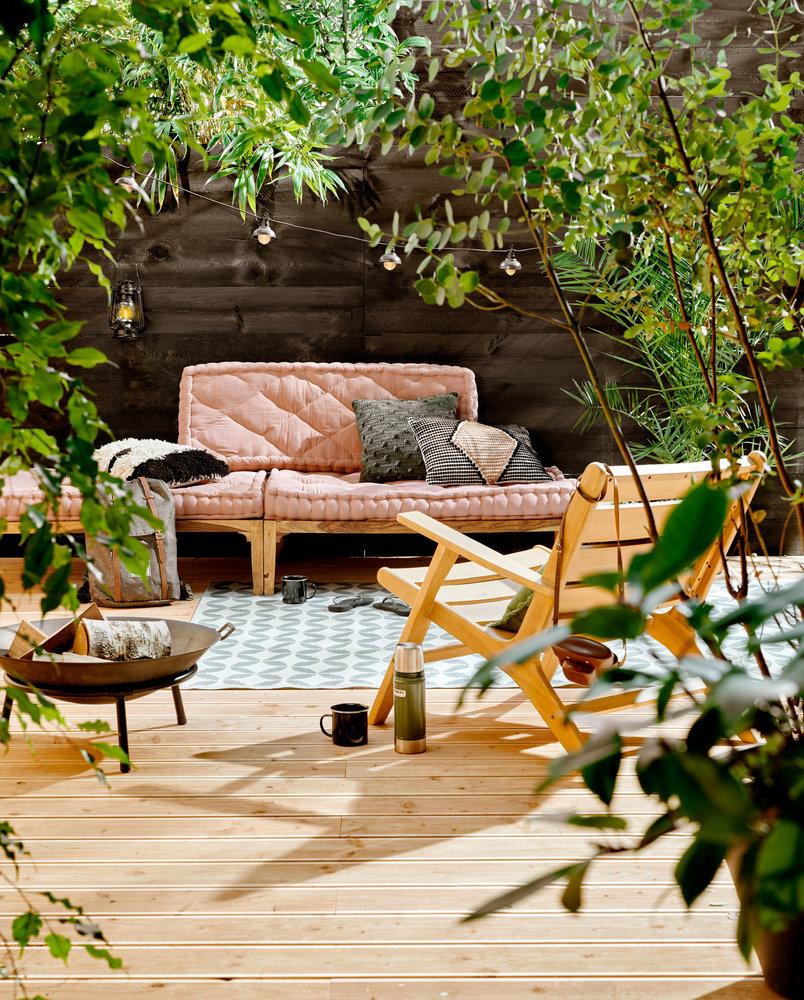 Tuininspiratie 2019. Terras met loungehoek #tuin #tuininspiratie #terras #tuinkleed #tuinbank #tuinmeubelen #karwei