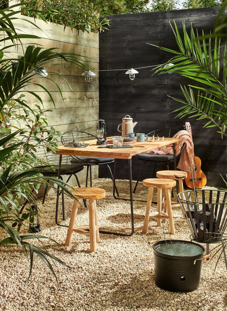 Tuininspiratie 2019. Terras met houten tuintafel #tuin #tuininspiratie #terras #eettafel #tuinmeubelen #karwei
