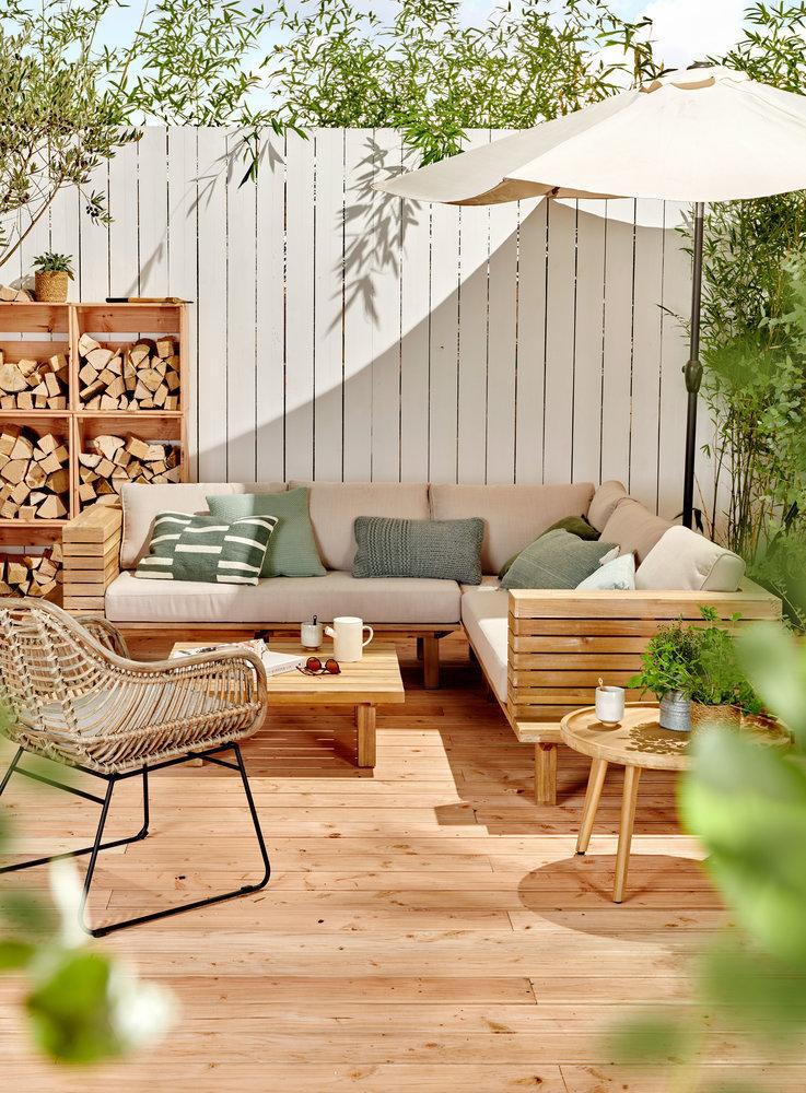 Tuininspiratie 2019. Terras met loungeset #tuin #tuininspiratie #terras #eettafel #tuinmeubelen #loungeset #karwei