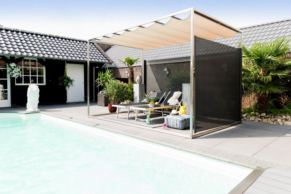 Doekzonwering en inschuifbare overkapping bij zwembad - Solem van LuxxOut #tuin