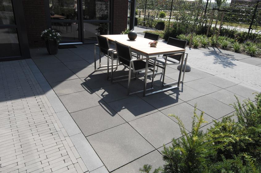 Het vier seizoenen terras met Geosteen van MBI Beton