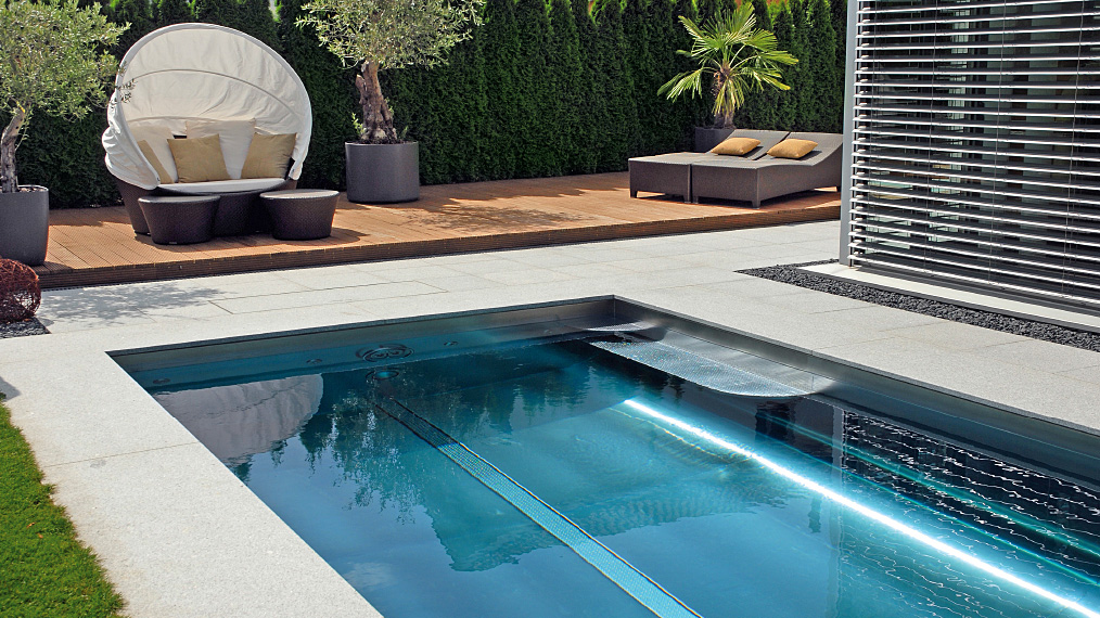 zwembad in de tuin van polytherm nieuws startpagina voor tuin idee n uw. Black Bedroom Furniture Sets. Home Design Ideas