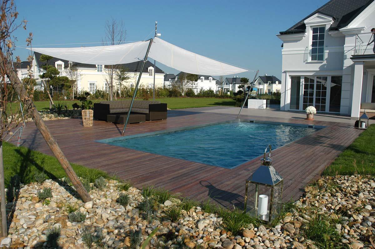 Prive zwembad van edelstaal via Polytherm Nederland