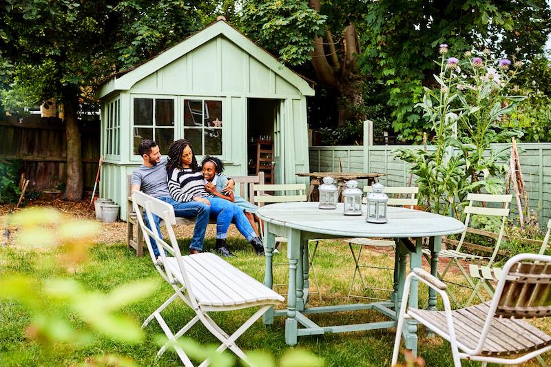 Tuinhuis in de tuin. Meer inspiratie vind je op het tuinidee 2018 tuinevent #tuinidee #tuin #tuinontwerp