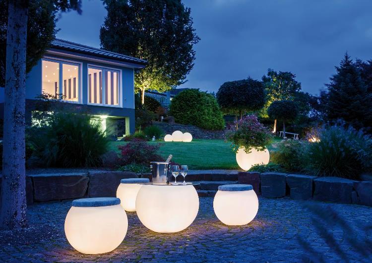 Je tuin sfeervol verlichten in de winter #tuin #tuinverlichting #tuininspiratie #tuinlampen