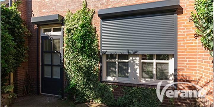 Rolluiken voor de ramen hebben een isolerende werking zodat je geld kan besparen #rolluiken #ramen #energiebesparen #wonen #verbouwen #verano