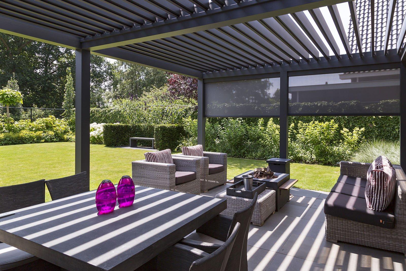 Overdekt terras met lamellendak en zonneschermen - ritzscreens - via Verano
