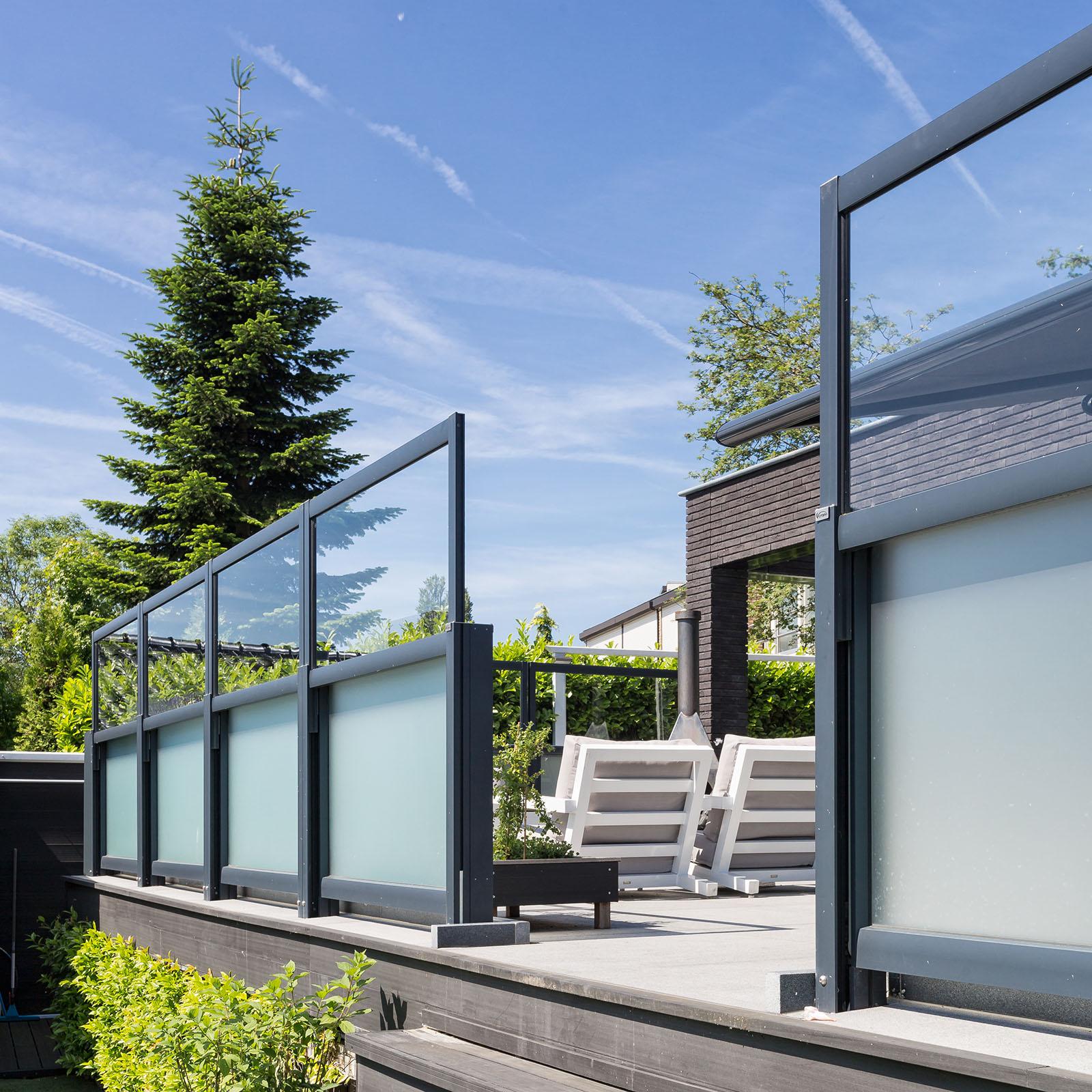 Een windvrij en aangenaam terras met windschermen. Luderitz van Verano