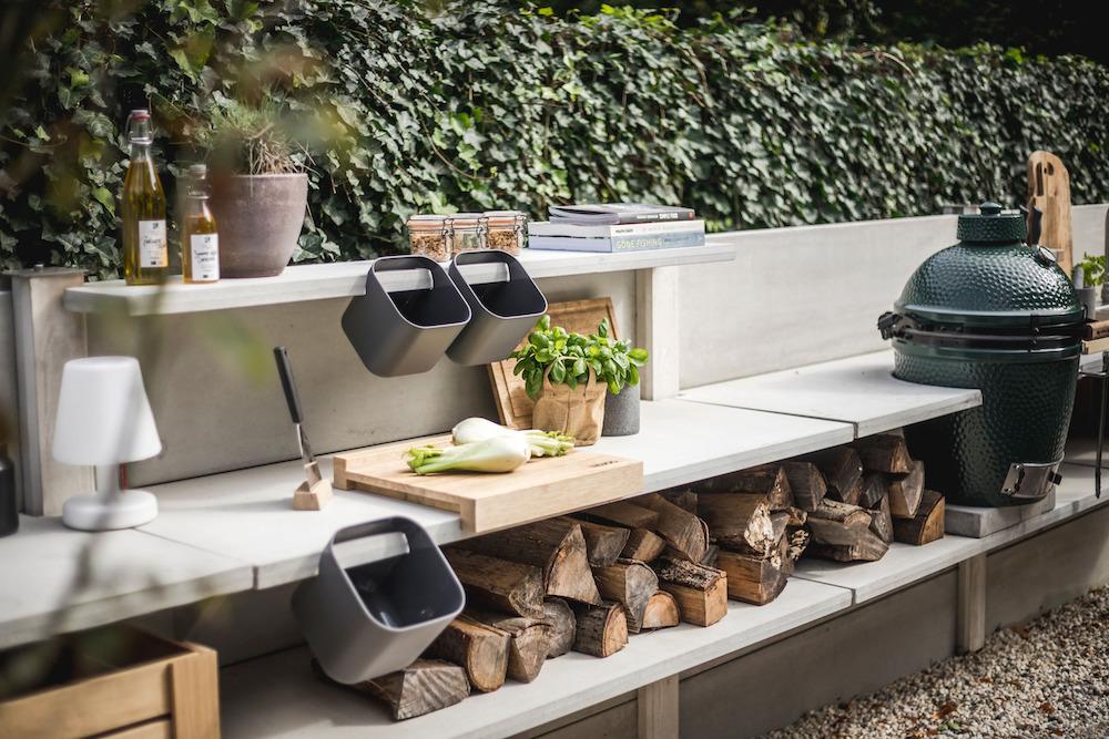Buitenkeuken WWOO met green egg barbecue #tuin #tuininspiratie #buitenkeuken #barbecue #terras #wwoo