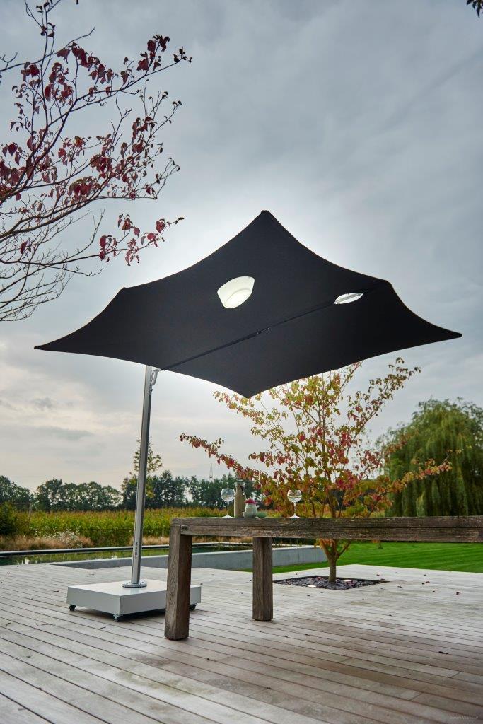 Magnetische led-lampen voor parasol of schaduwdoek. Ook op andere plekken in de tuin of op het terras te bevestigen. Umbrosa Etna via ZonZ