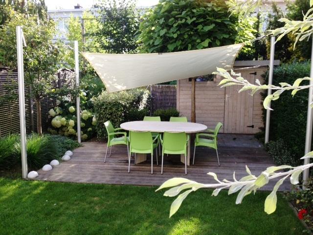 Schaduwdoek in de tuin #tuininspiratie #tuin #zonwering #schaduwdoek #zonz