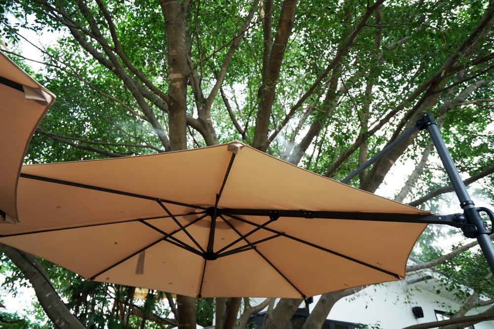4 redenen waarom je een grote parasol in je tuin wilt #parasol #tuin #zonwering