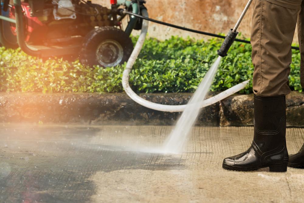 Zo maak je het terras schoon met een hogedrukreiniger #tuin #terras #tegels #schoonmaken