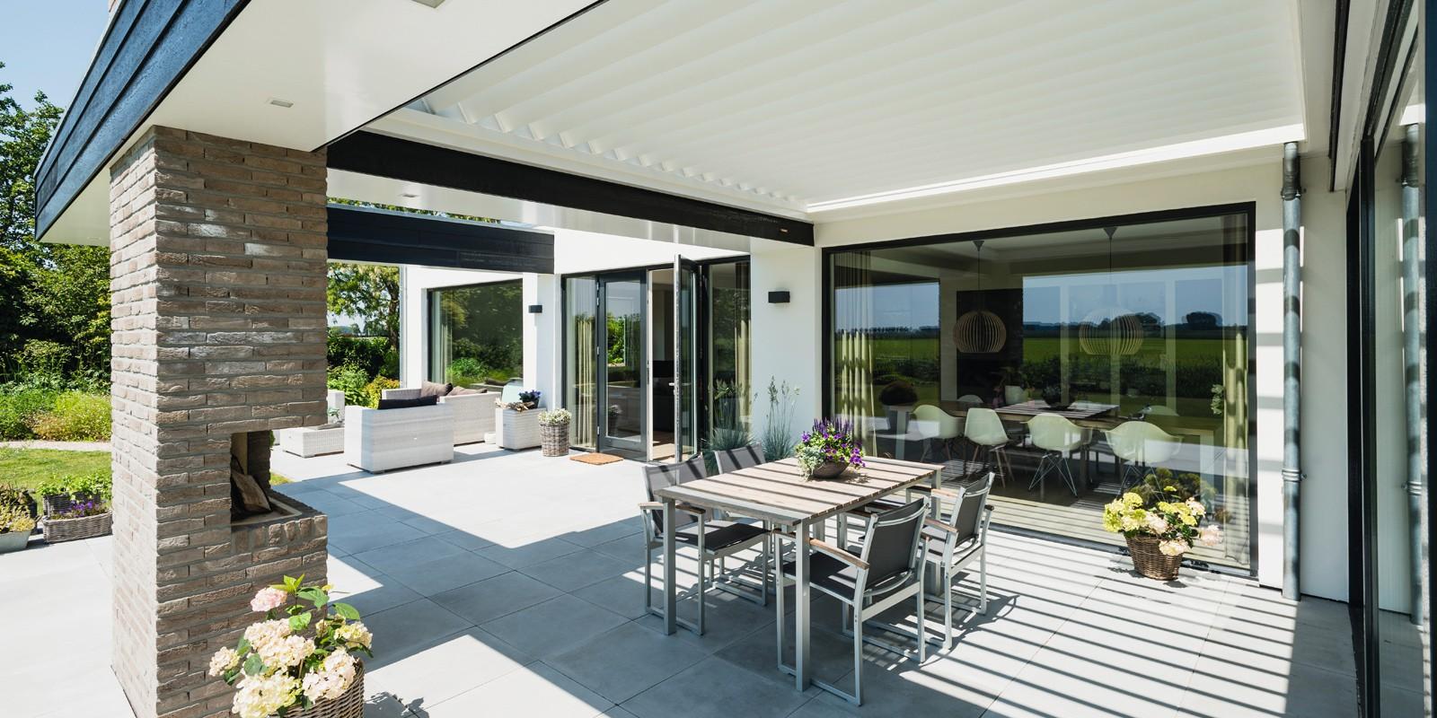 Stijlvol een lamellen overkapping voor terras of tuin nieuws startpagina voor tuin idee n for Terras modern huis