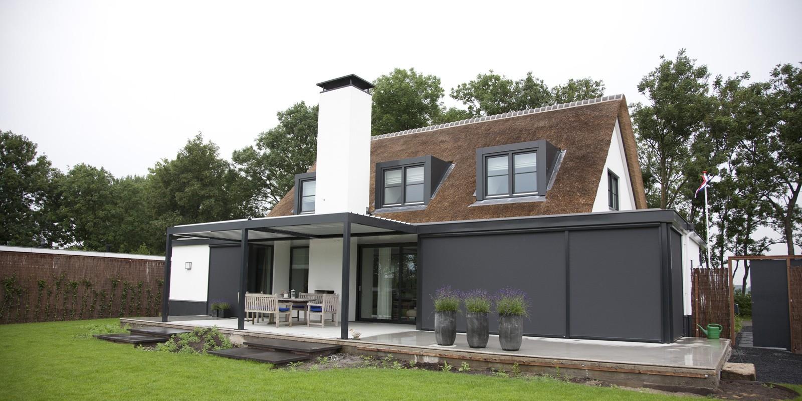 Stijlvol een lamellen overkapping voor terras of tuin nieuws startpagina voor tuin idee n - Terras eigentijds huis ...