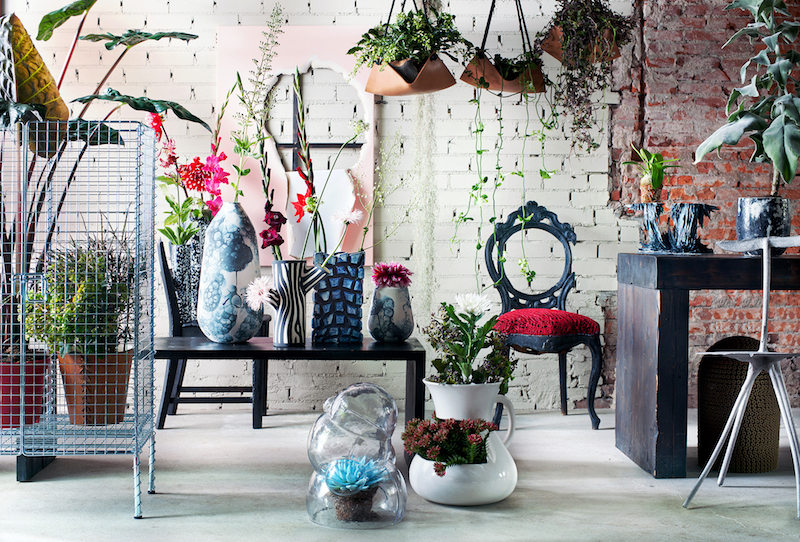 Balkontrend - stijltrend Punk Rebooted. Maak een statement met je balkon met ruige vormen en industriele materialen #stijltrend #bloemenbureau