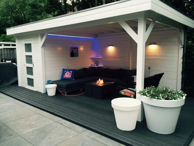 Tuinhuis tuinhuis met sauna : Blokhut met overkapping en Happy Cocooning haard - Van Kooten ...