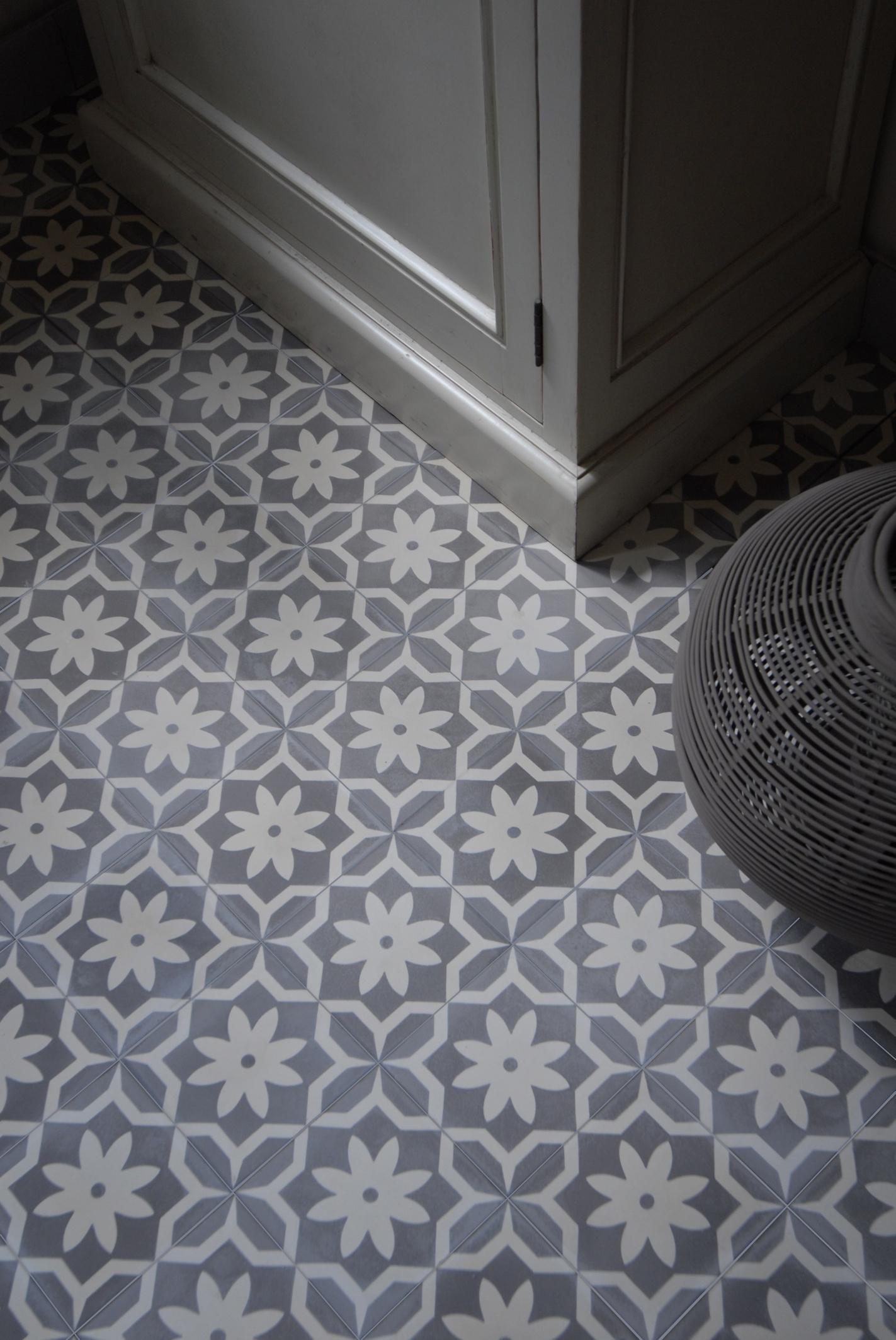 Sfeervolle vloeren van portugese cement tegels nieuws startpagina voor vloerbedekking idee n for Tegel pvc imitatie tegel cement
