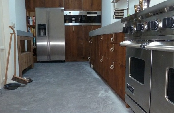 Keuken vloer betonlook van decocement