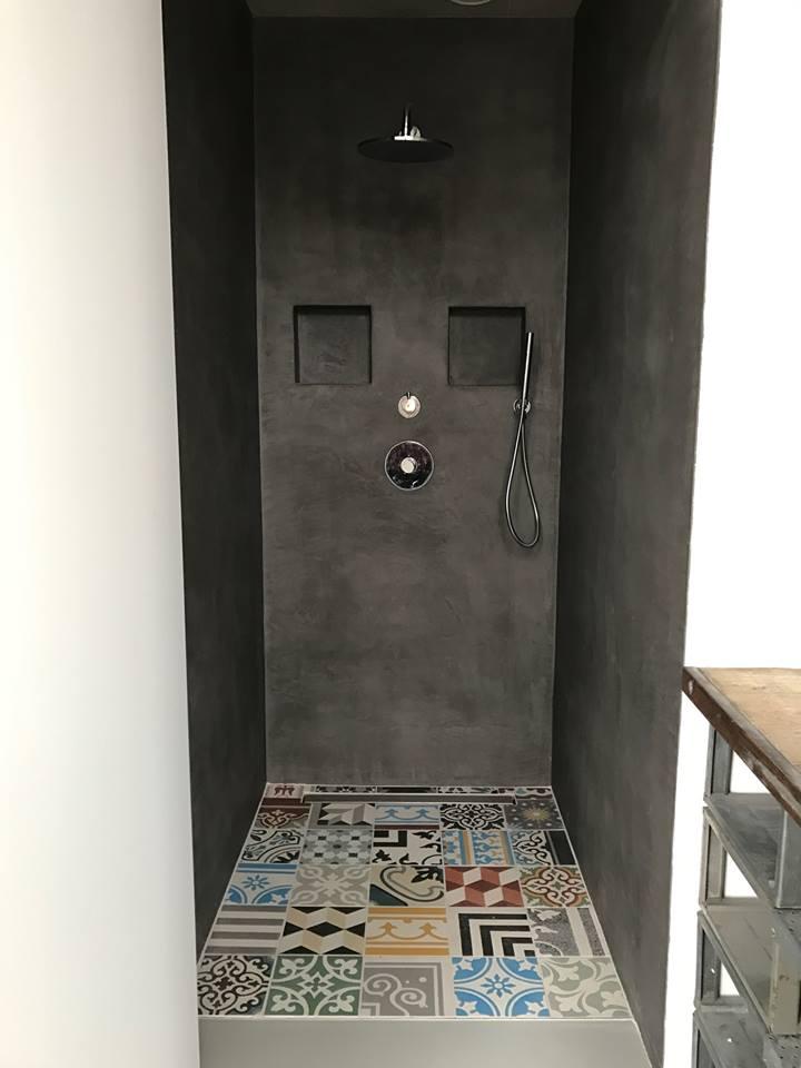 Tegels op de douchevloer - patchwork tegels bonte mix van Designtegels.nl #badkamer #douche #pier31