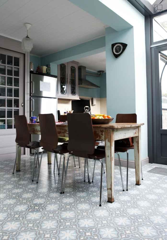 Portugese cementtegels in de keuken via Designtegels.nl #tegels #vloertegels #wandtegels
