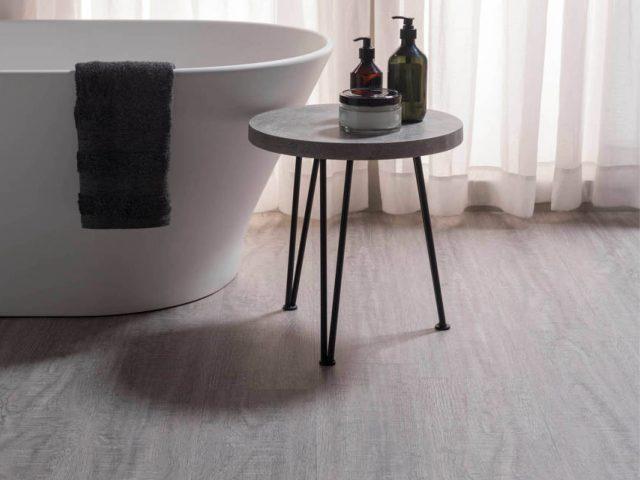 Exotone Premium Vinyl Tiles by Douglas & Jones. Vinyl vloeren met authentieke look & feel van houten vloeren #exotone #vinyl #vloeren #houtenvloeren #vinylvloeren #interieur #douglasjones #badkamer