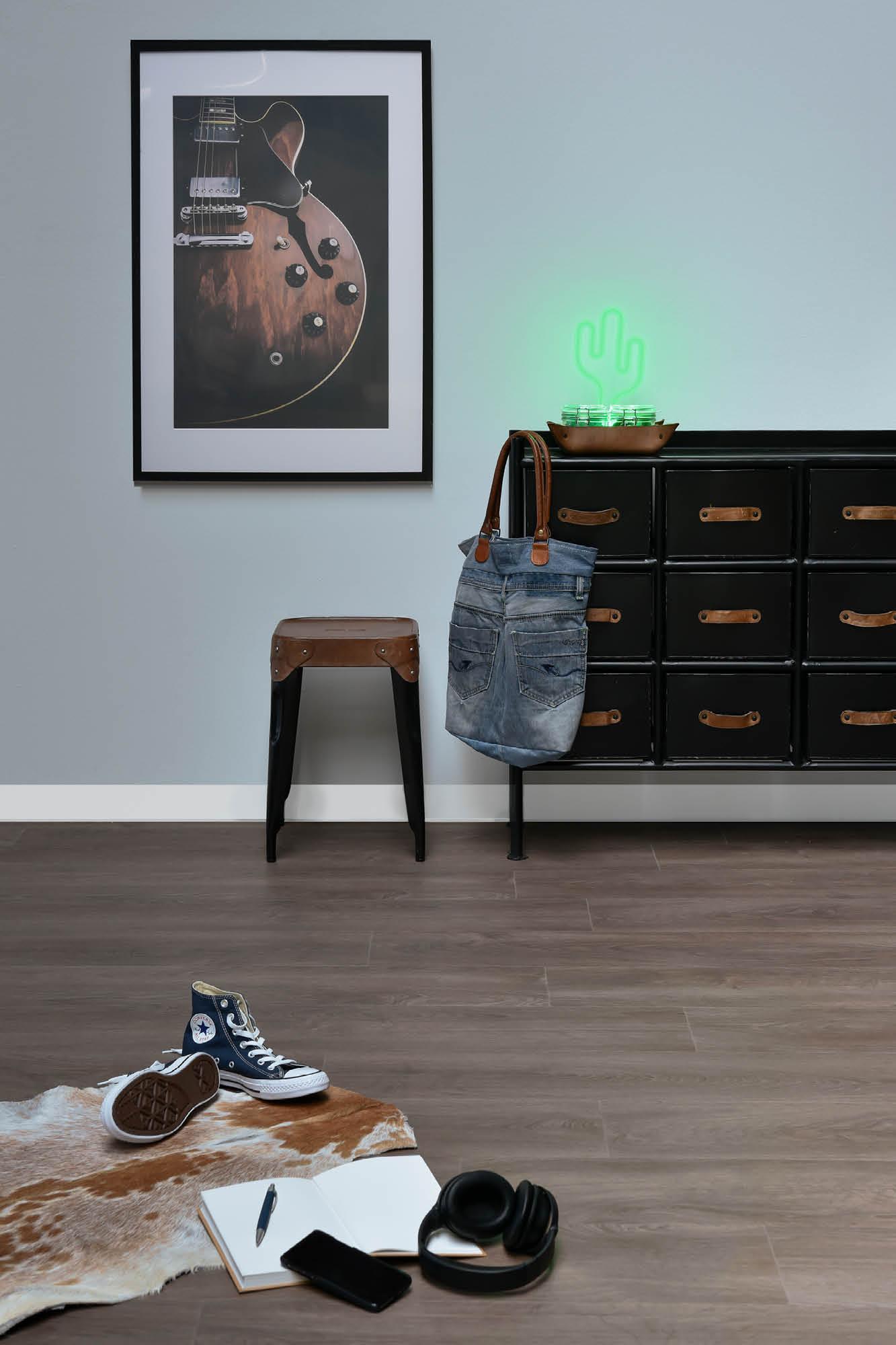 Exotone Premium Vinyl Tiles by Douglas & Jones. Vinyl vloeren met authentieke look & feel van houten vloeren #exotone #vinyl #vloeren #houtenvloeren #vinylvloeren #interieur #douglasjones