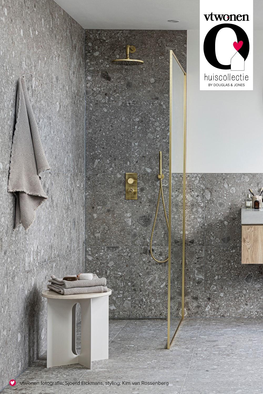 vtwonen tegels in de badkamer. Serie Composite via Douglas & Jones #vlwonen #badkamer #tegels #douglasjones