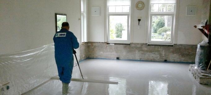 Wil je de oude vloer renoveren en vervangen door een nieuwe geïsoleerde vloer met vloerverwarming? Met een renovatievloer is het mogelijk een bestaande ongeïsoleerde houten balkenvloer te vervangen voor een warme voetenvloer