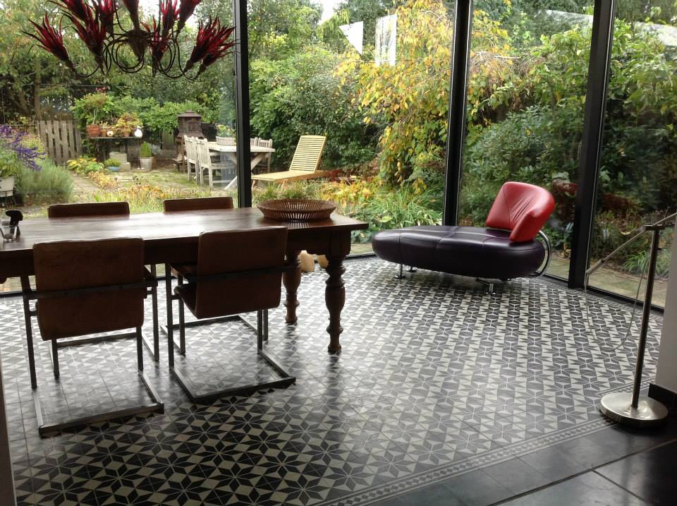 Serre met vloer van Portugese tegels - Astrea vloertegels van Floorz