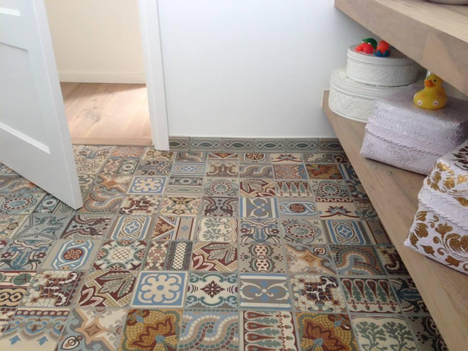 Tegels en plavuizen special nieuws startpagina voor vloerbedekking idee n uw - Tegel patroon badkamer ...