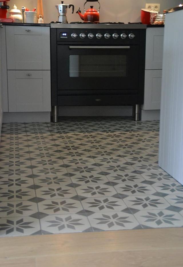Portugese Vloertegels Keuken : Portugese tegels keukenvloer – Floorz handgemaakte cementtegels Sirus
