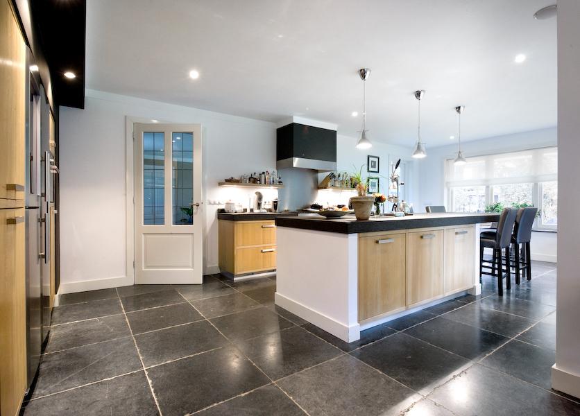 Badkamer Hout Natuursteen : Natuursteen of keramische tegels welke vloer past bij jou ik