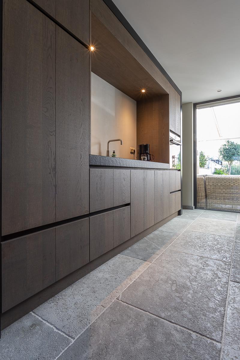Keuken met natuursteen vloer. Natuursteen tegels Dhoughi Kersbergen #kersbergen #natuursteen Doughi #keuken #keukenvloer
