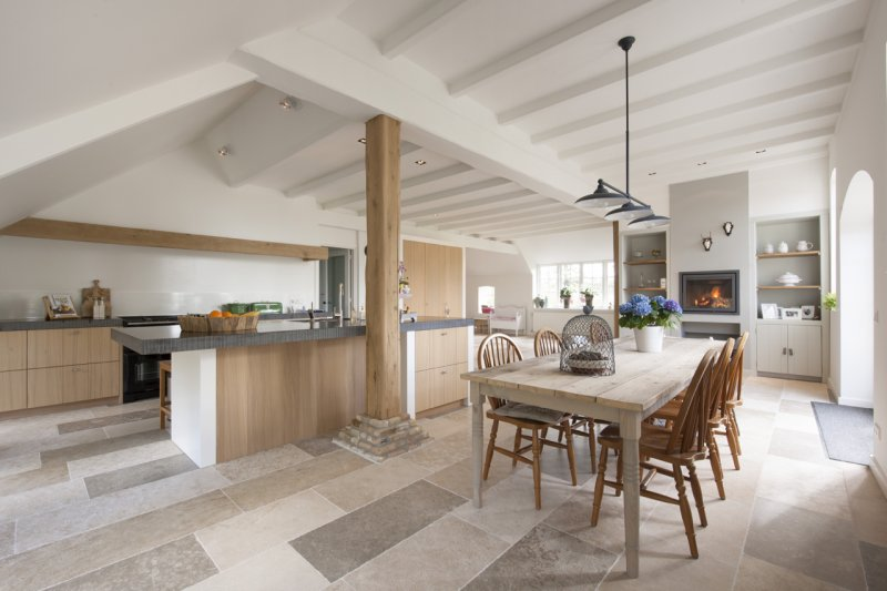 Interieurinspiratie: woonboerderij met natuurstenen vloer - Nieuws ...