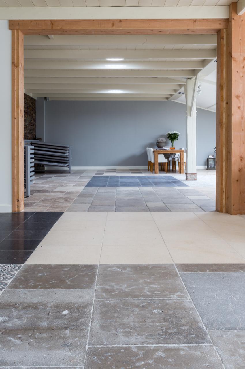 Natuursteen vloeren van Kersbergen in de showroom in Ameide