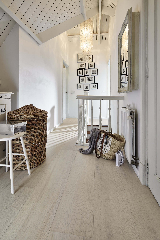 Houten vloer mat gelakt. Lindura HD 300 natuur eiken arctic-wit van Meister #interieur #interieurinspiratie #vloer #houtenvloer #vloeren #meister