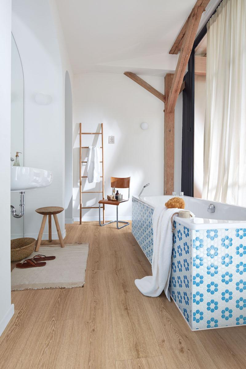 Vinylvloer met de looks van een houten vloer in de badkamer. Nieuwe Meister vloer zonder vinyl #meister #vinylvloer #vloer #vloeren #badkamer #interieurinspiratie
