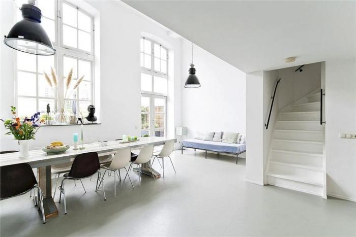 Wit interieur met strakke gietvloer van Motionvloer