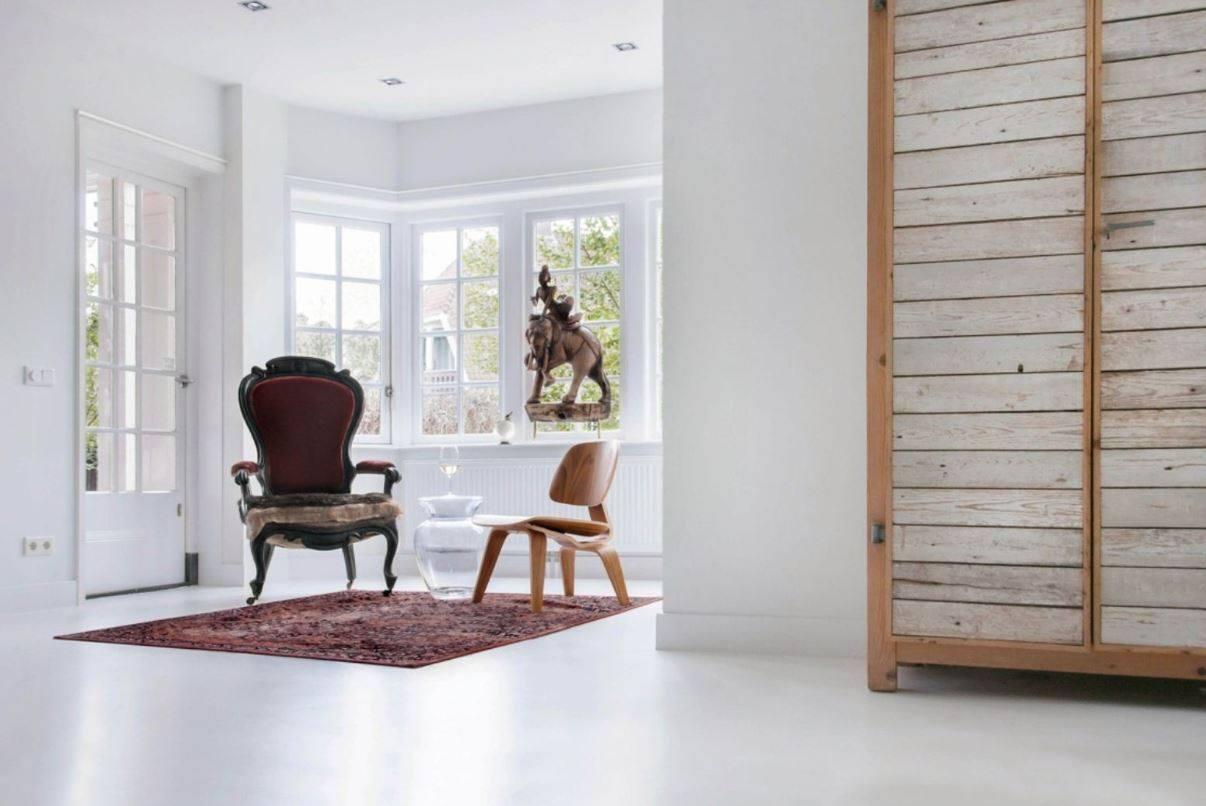 Interieur met naadloze witte gietvloer van Motionvloer #interieur #wit #vloer