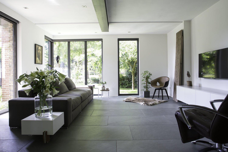 Interieur met Nibo Stone vloertegels. Nu 21% voordeel tijdens het EindejaarsEvent #natuursteen #leisteen #nibostone #eindejaarsevent #voordeel #vloer