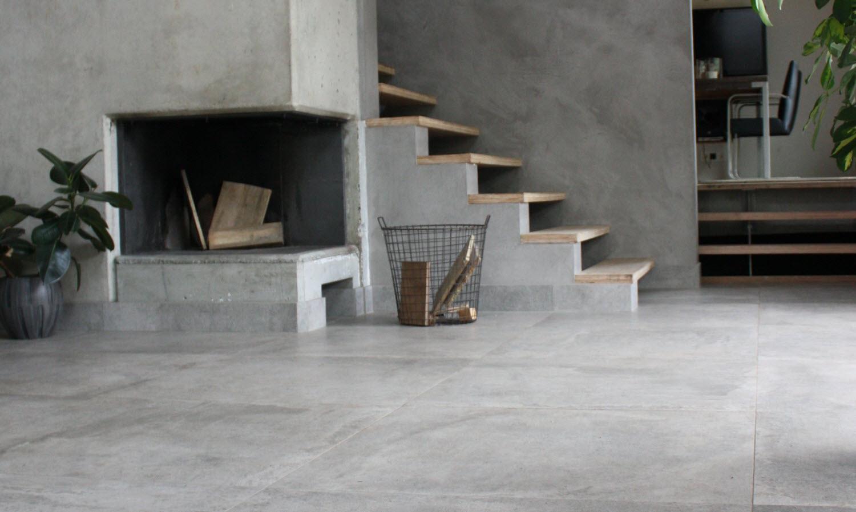 Grijze vloertegels Nibo Stone natuursteen en keramiek. Voordeel tijdens eindejaarsevent #natuursteen #vloertegels #vloer #nibostone