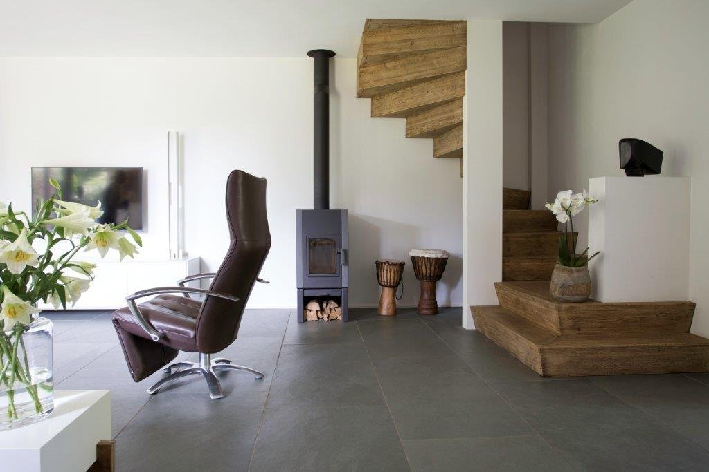 Natuursteen vloer - grote tegels leisteen Himalaya Grey via Nibo Stone
