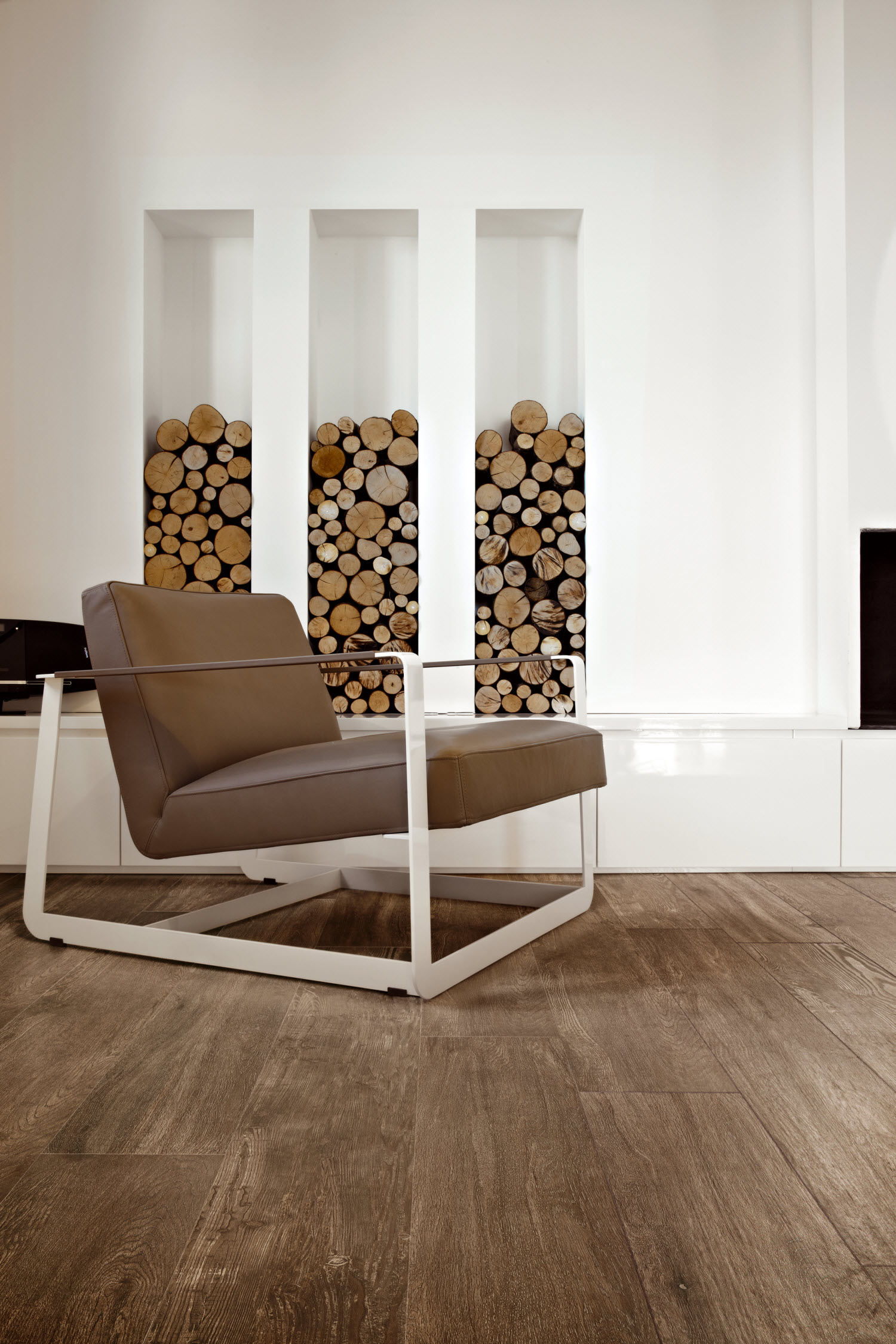 Keramische vloertegels met houtlook. Keramisch parket van Nibo Stone. Voordeel op vloertegels tijdens het eindejaarsevent #nibostone #vloertegels #houtlook #keramisch #vloer