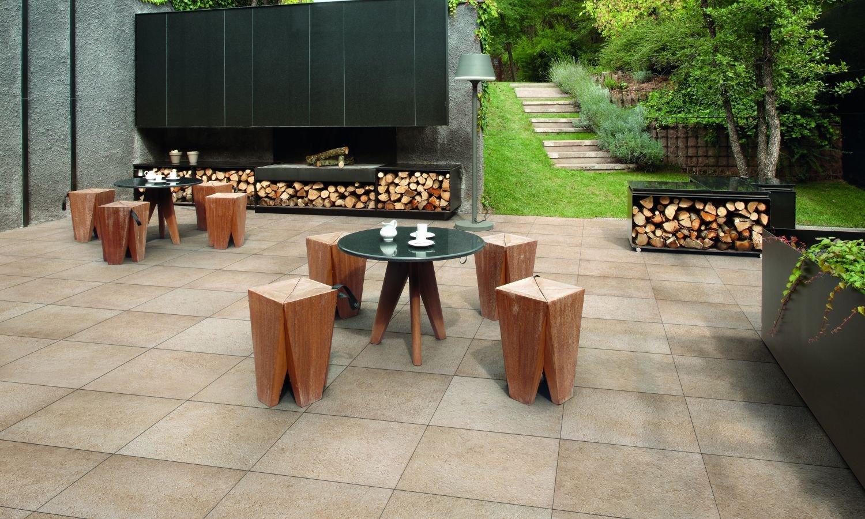Binnen wordt buiten met de keramische terrastegels van Nibo Stone #tuin #tegels #terras #terrastegels #nibostone
