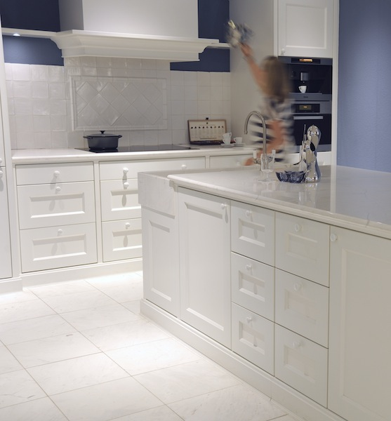 Marmeren keukenvloer Olympic White via Norvold Natuursteen